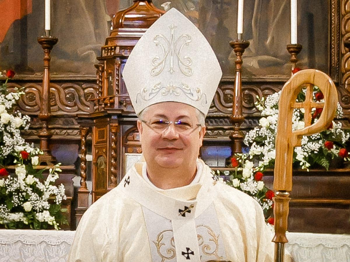 Arcivescovo-Roberto-Carboni